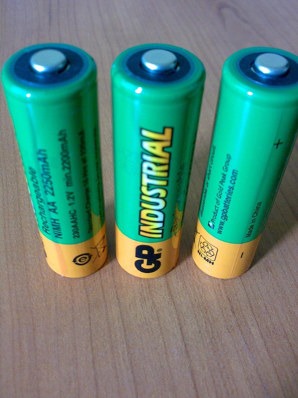 Зарядные устройства для пальчиковых аккумуляторов типа ААА и АА 40