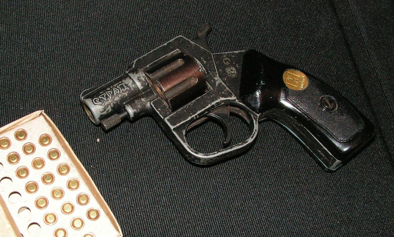 револьвер страж как вдеть механизм всему прочему