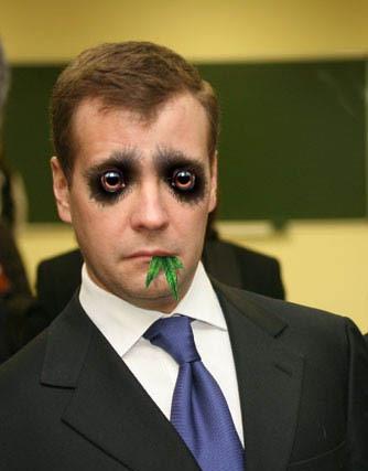 Димон Медведев проснулся и начал пугать западную коалицию новой мировой войной