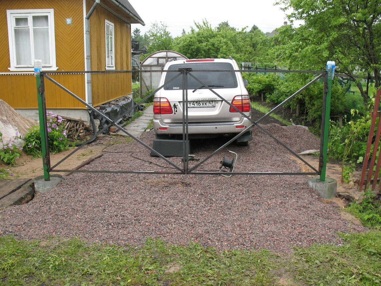 Парковка на даче с уклоном