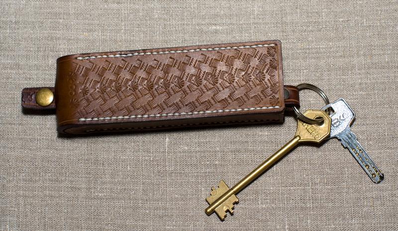 Как сделать ключницу из кожи своими 610
