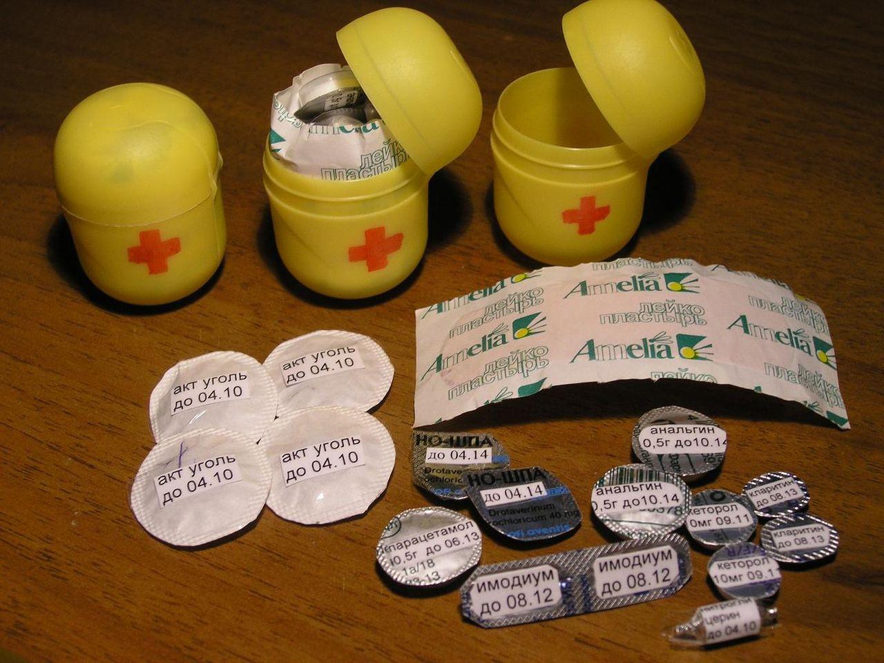 Сделать игрушечную аптечку своими руками