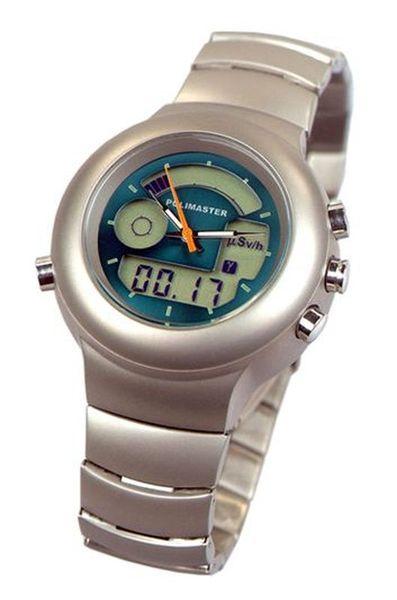 Часы-дозиметр получились нетяжелыми (30 грамм на руке вообще ничего не весят, особенно после любых механических часов) и не громоздкими.