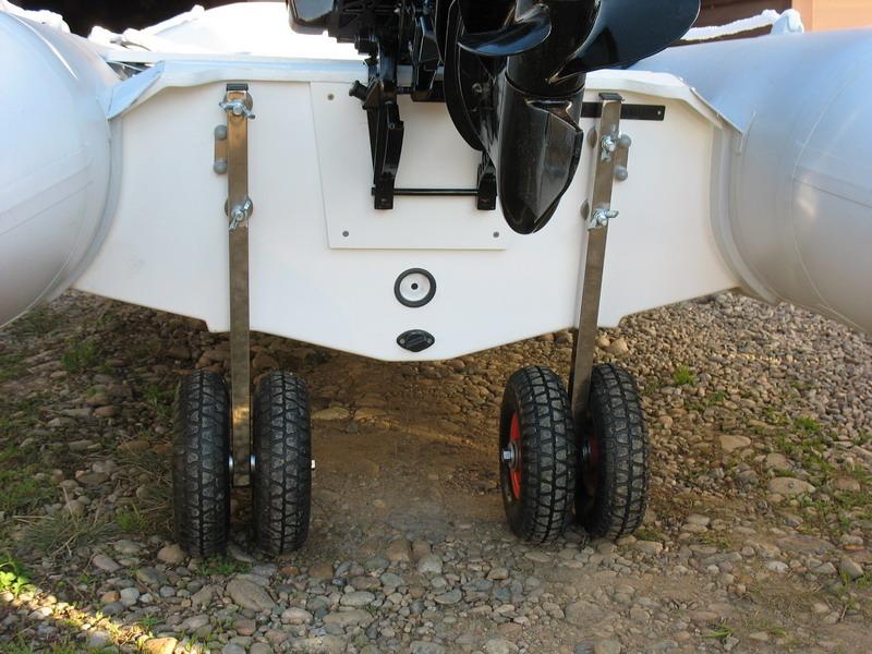 как сделать и установить трансовые колеса на лодку
