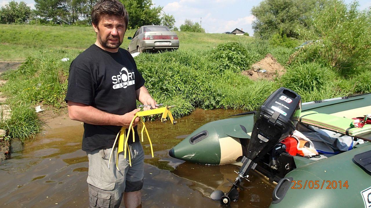трава на винту лодочного мотора