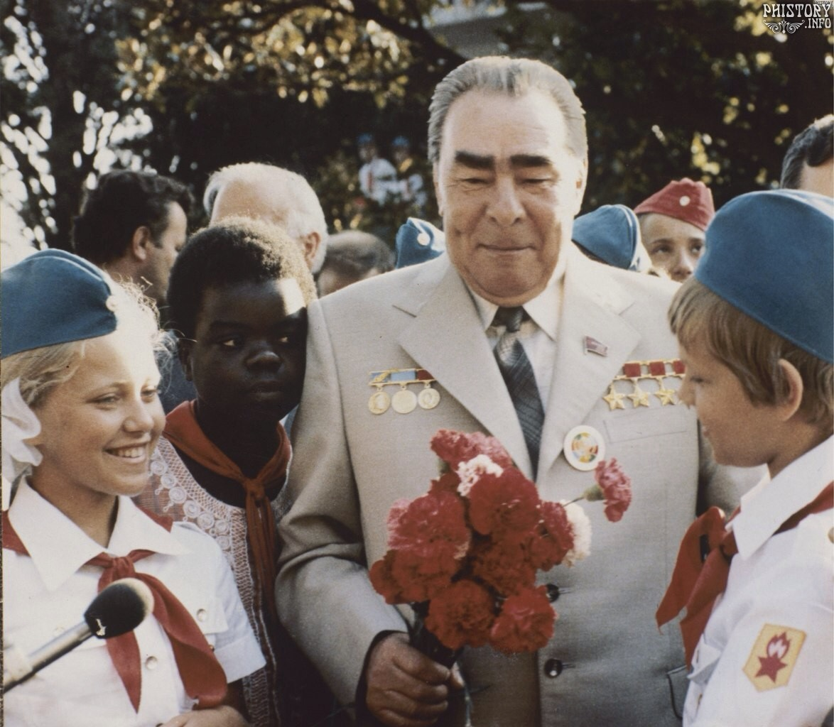 Брежнев биография семья дети фото