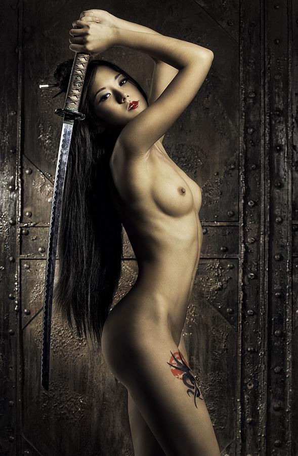 Фотосессия голых моделей с мечом, башкирское порно реальное видео