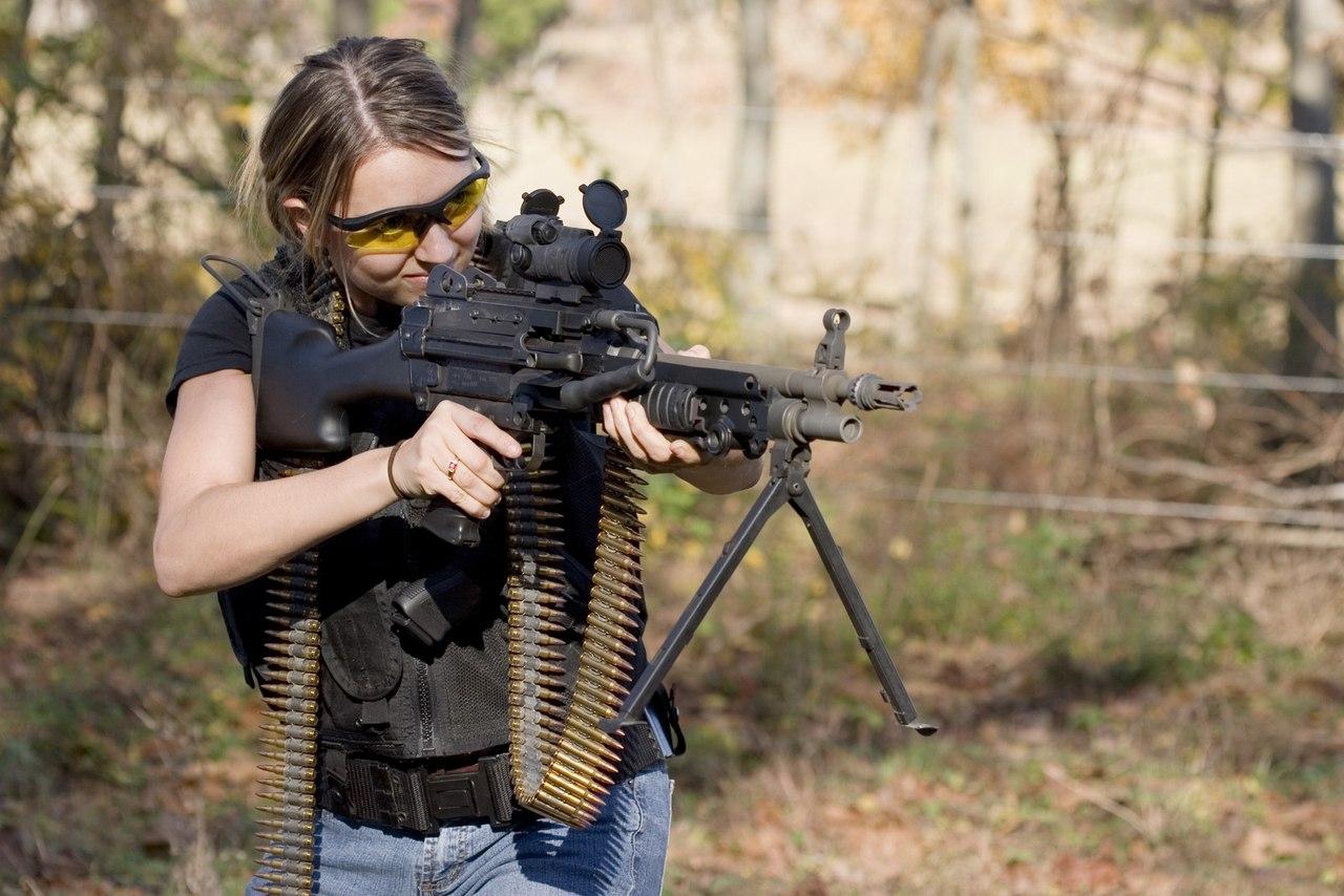 Фото девушек с пулеметом
