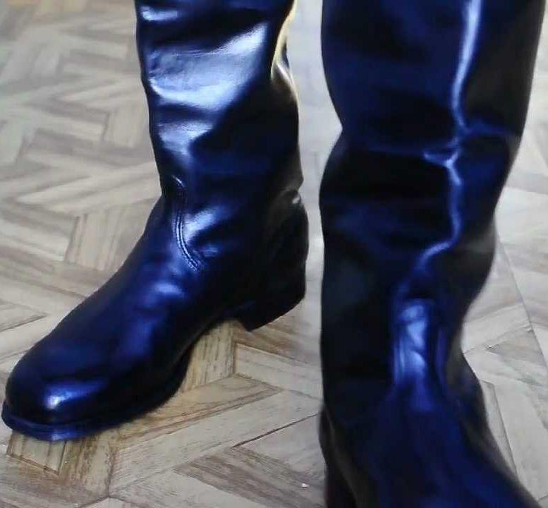 Купить оригинальную обувь для мини футбола