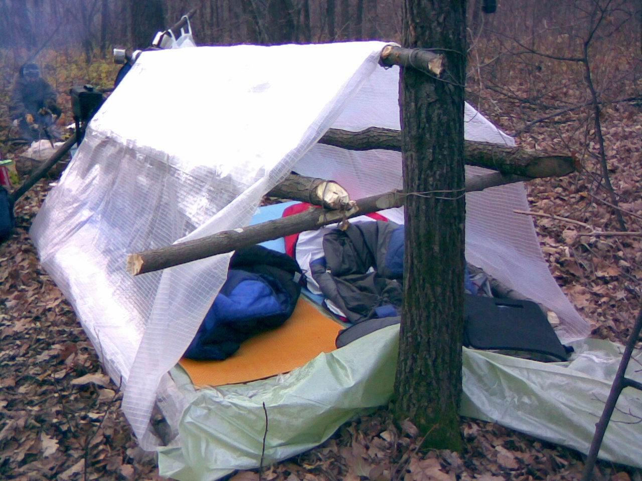 Как сделать в лесу палатку своими руками 75