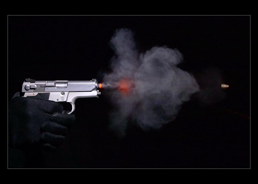 Для, картинки выстрела из пистолета