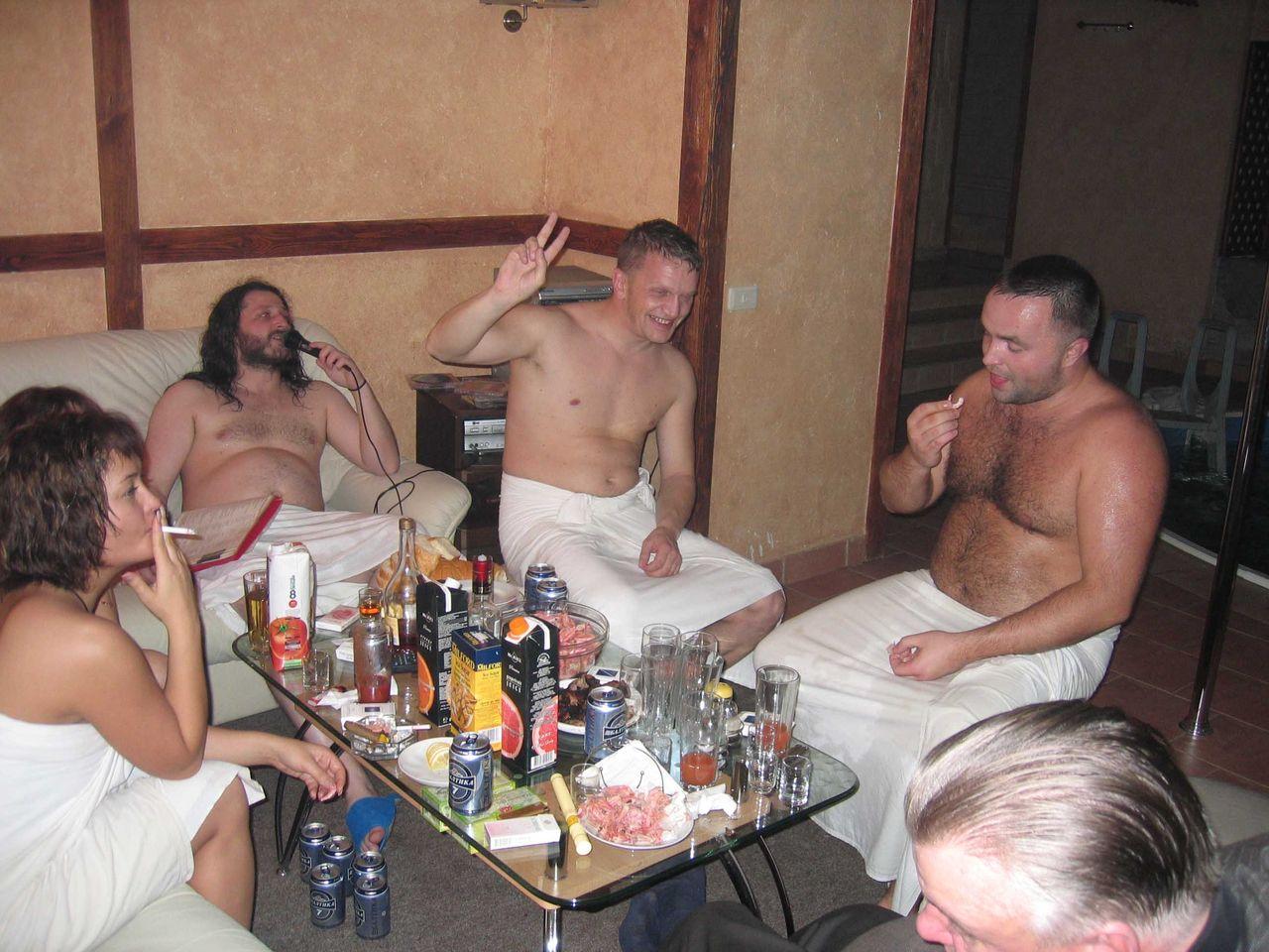 Пригласили проституток в баню, фото порно вечеринки в клубе