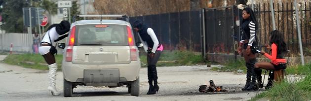 Черна грязи проститутки сняли проститутку на машине