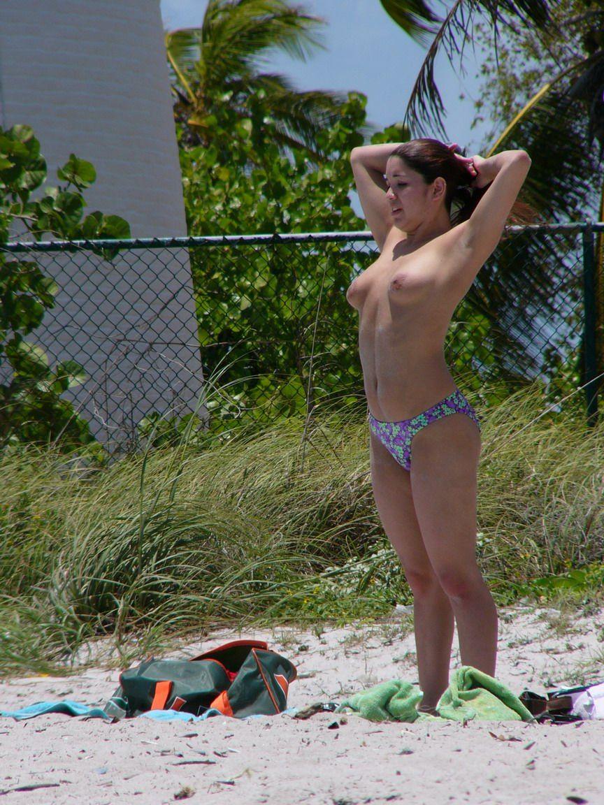 Реальные частные фото девушек на пляже 4 фотография