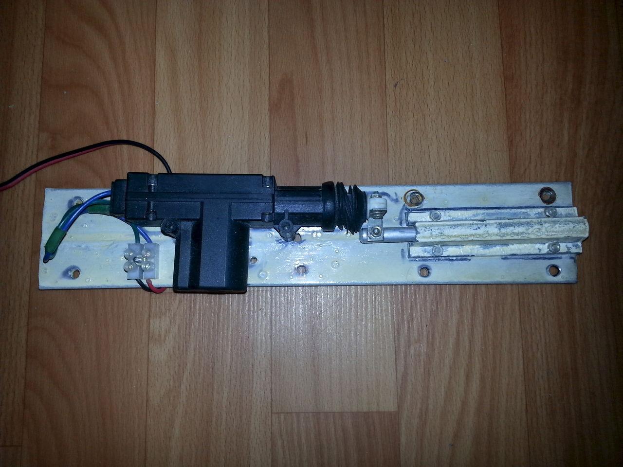 Дверь с электроприводом своими руками 60