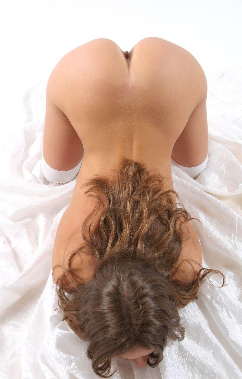 Фото девчонок голышом в позе раком вид сзади — pic 14