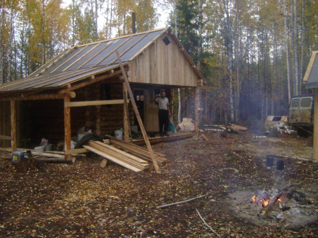 Фото охотничьих избушек на металлических сваях