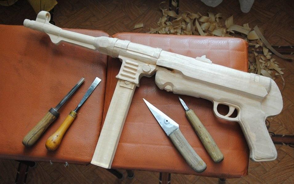 Как сделать из дерево револьвер 20