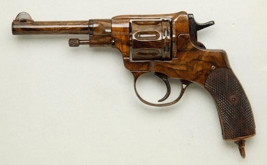 Как сделать из дерево револьвер 182