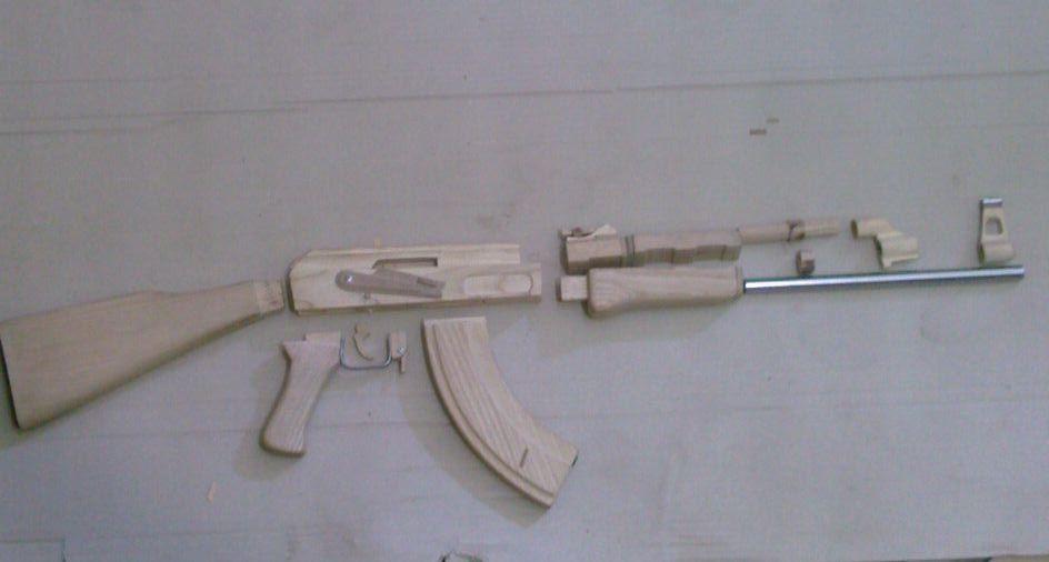 фото оружия из дерева