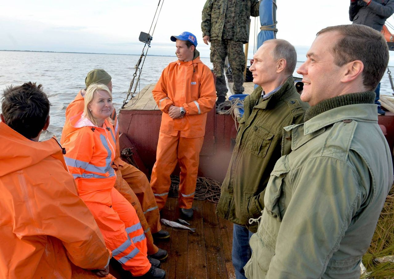 путин и новгородские рыбаки фото