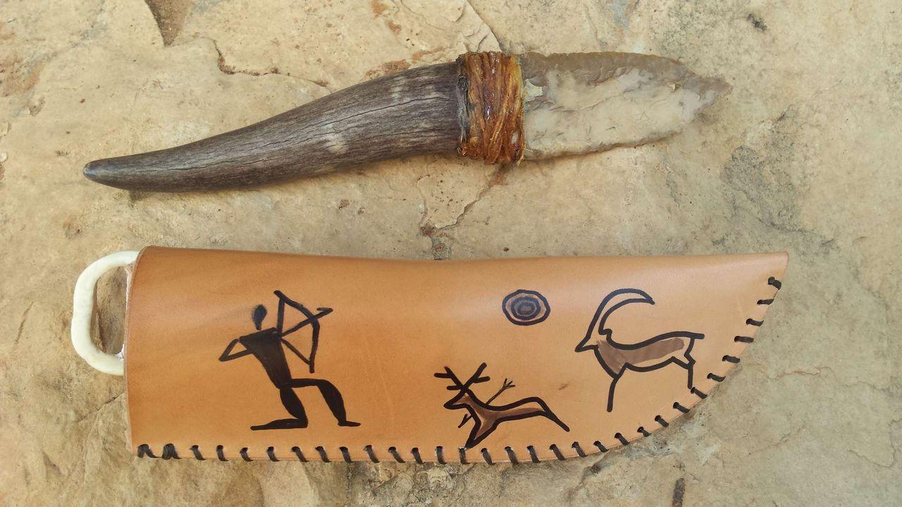 при них картинки древнего ножа низвергающих вод