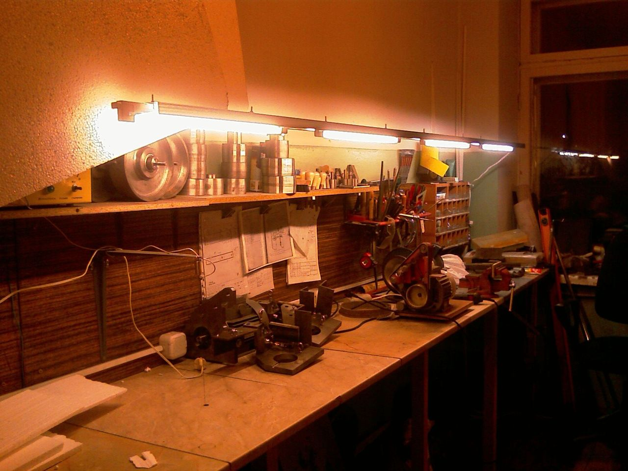 Освещение в мастерской своими руками
