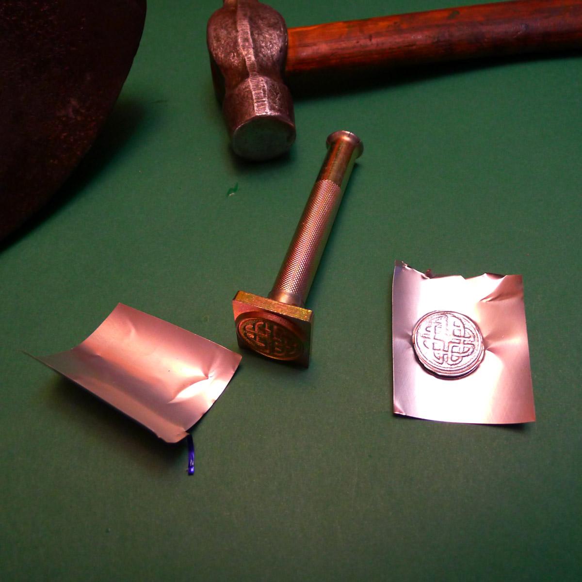 Чеканка из алюминиевых банок