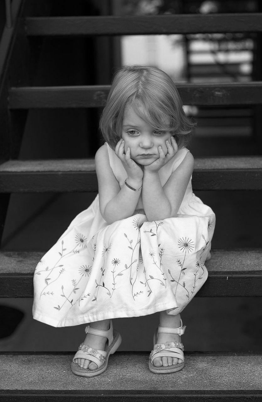 Грустная маленькая девочка картинки